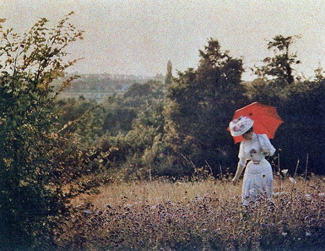 Woman with a parasol, 1910. Autochrome by Antonin Personnaz #autochrome #parasol #woman #1910