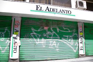 Puerta de la sede de El Adelanto de Salamanca