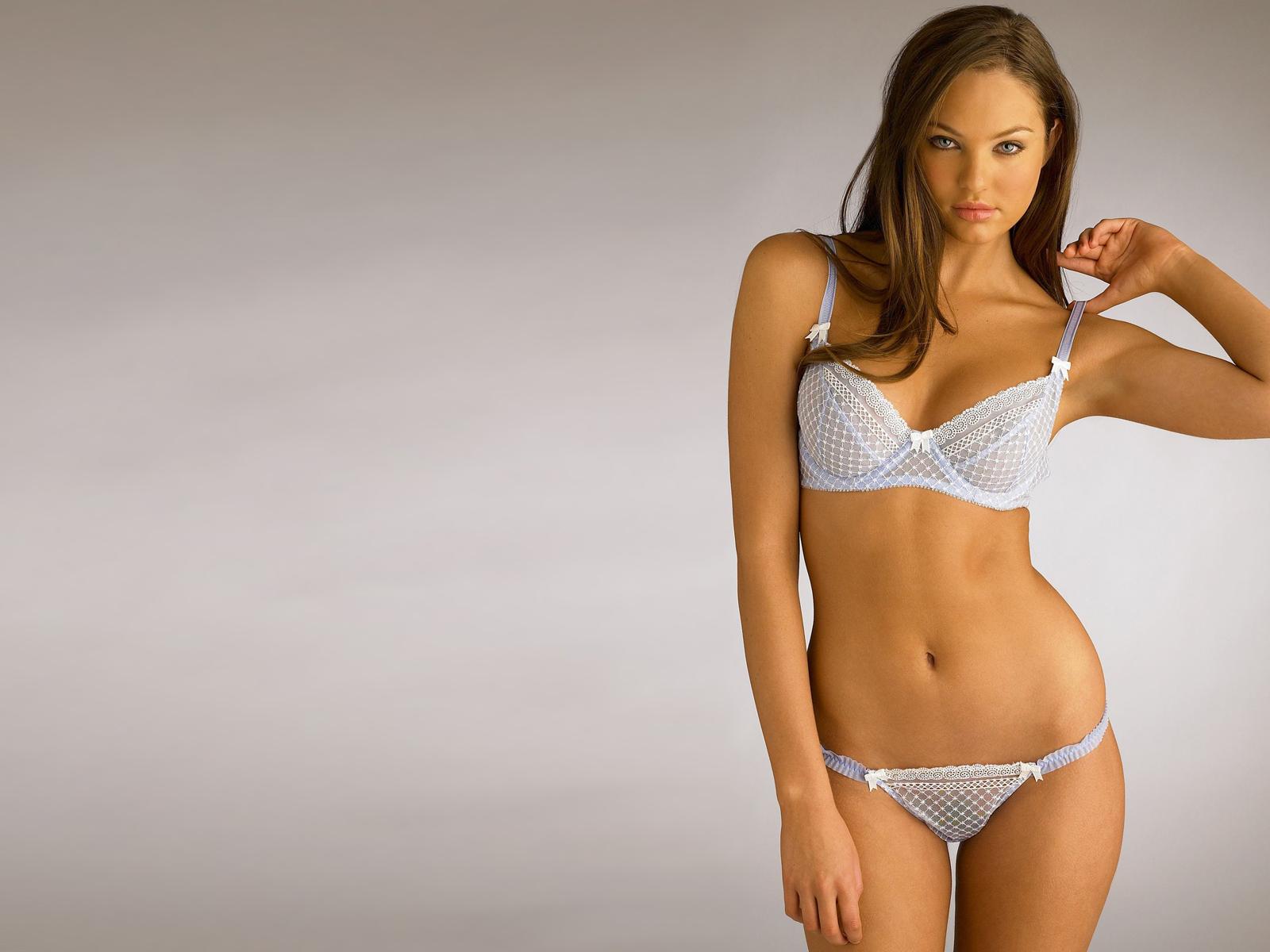 http://1.bp.blogspot.com/-pitwb2_HsE4/TeRXH7z4aUI/AAAAAAAAAOc/9xPeuOf3WTM/s1600/bikini%2Bhot%2Bgirls%2Bwallpapers-02.jpg