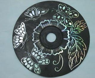 aneka kerajinan hiasan dinding dari CD dan DVD bekas