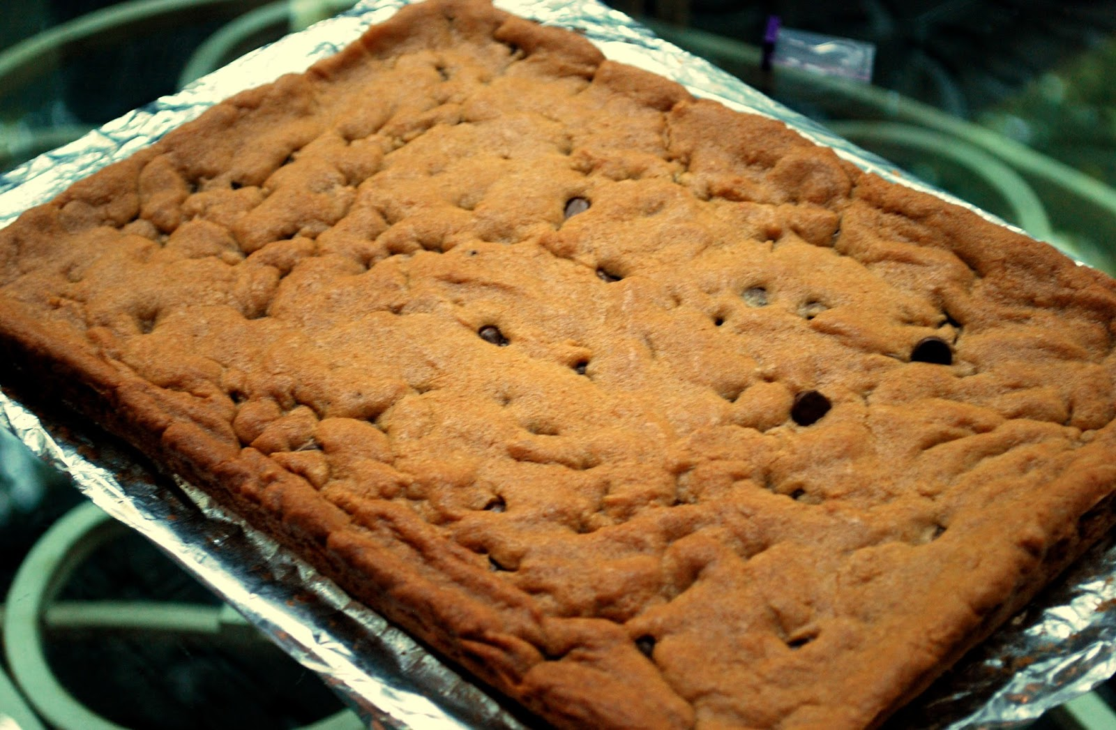 A Girl's Guilty Pleasures: Chocolate Chip Cookie Cake / Cookie Bars