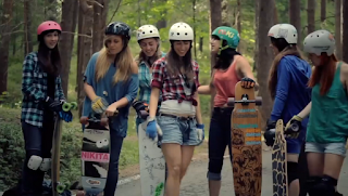Longboard Girls Crew no curta-metragem Carving the mountains