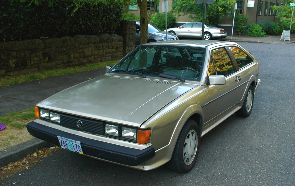OLD PARKED CARS.: 1988 Volkswagen 16v Scirocco.
