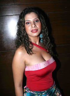 Sambhavna Seth Hot Cleavage pics