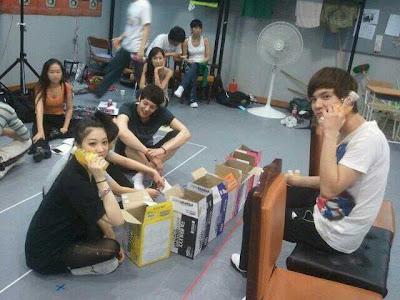 [MUSICAL] 08/04/2011 - KyuJong @ Goong Musical  - Page 3 Hjlwithkj3