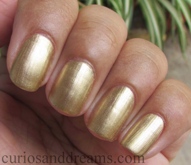 Maybelline Color Show bold gold review, Maybelline Color Show bold gold swatch