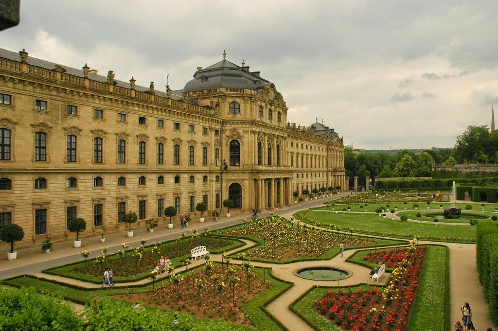 Patrimonio de la humanidad la residencia con los jardines de la corte y la plaza de la - Residencia los jardines granada ...