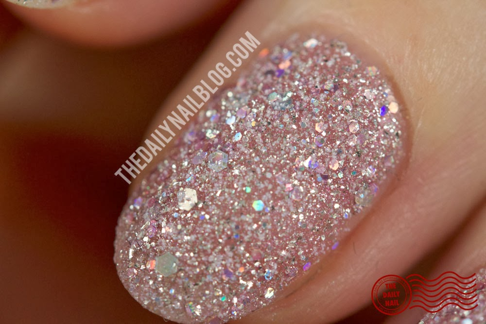 ZOYA LUX CLOSE UP