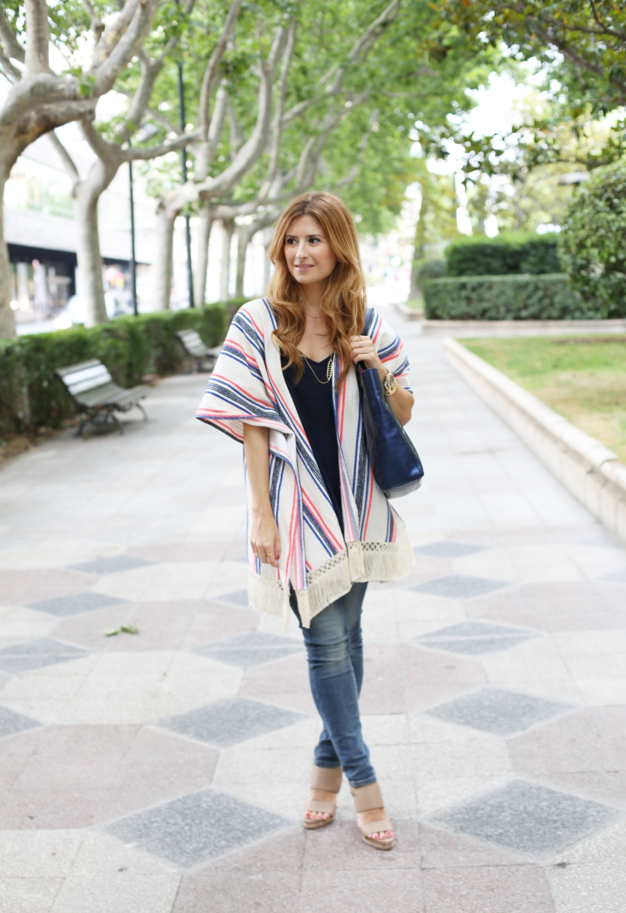 Look con Poncho. Casual look