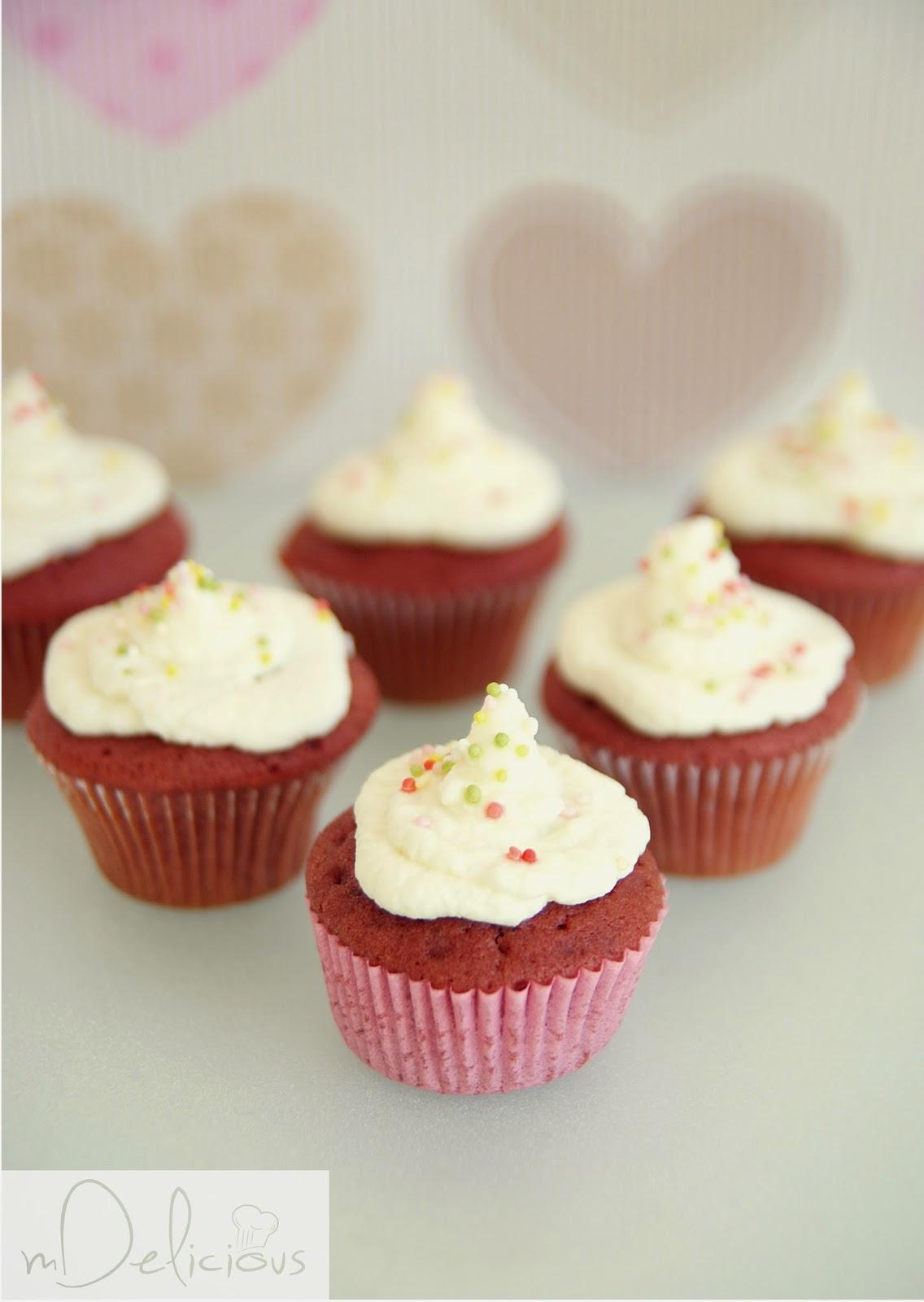 mini babeczki, mini muffinki, muffinki, babeczki, mini cupcakes, mini babeczki przepis, przepis na mini babeczki, red velvet, czerwone babeczki, walnetynkowe przepisy, walentynkowe babeczki, babeczki na walentynki, muffinki na walentynki