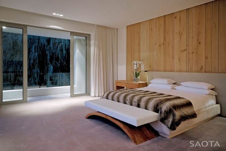 bedroom in Contemporary Villa by SAOTA