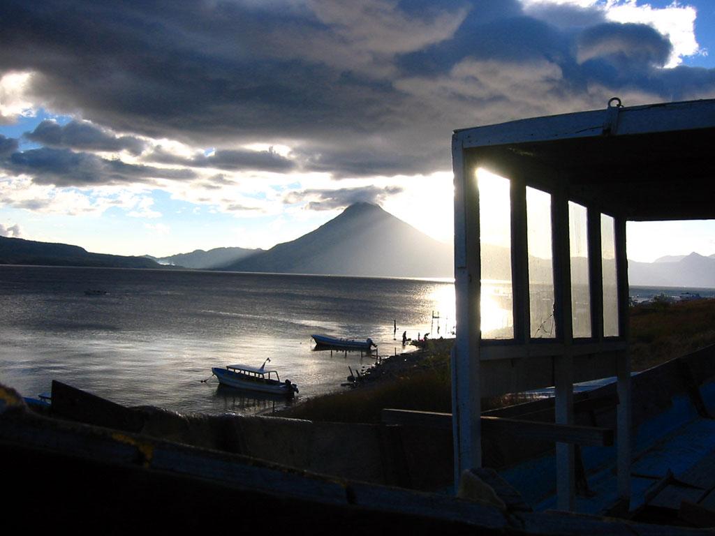 http://1.bp.blogspot.com/-pko9oi7toMU/TZYsJAWqOQI/AAAAAAAAB60/EYLMeuVU9E4/s1600/Wallpaper_Guatemala_Sunset.jpg