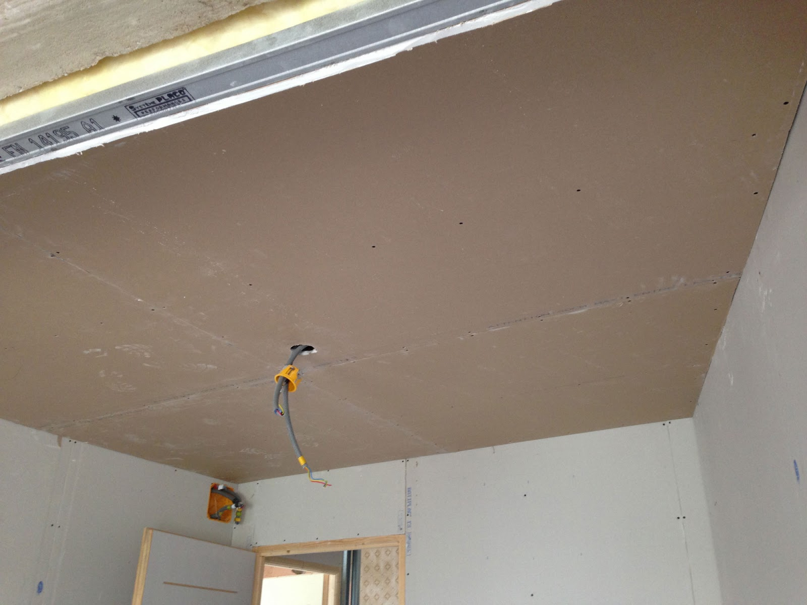 R novation de ma maison placo du faux plafond for Plafond combles placo