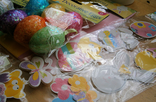 cheap and easy fun way to decorate eggs stickers