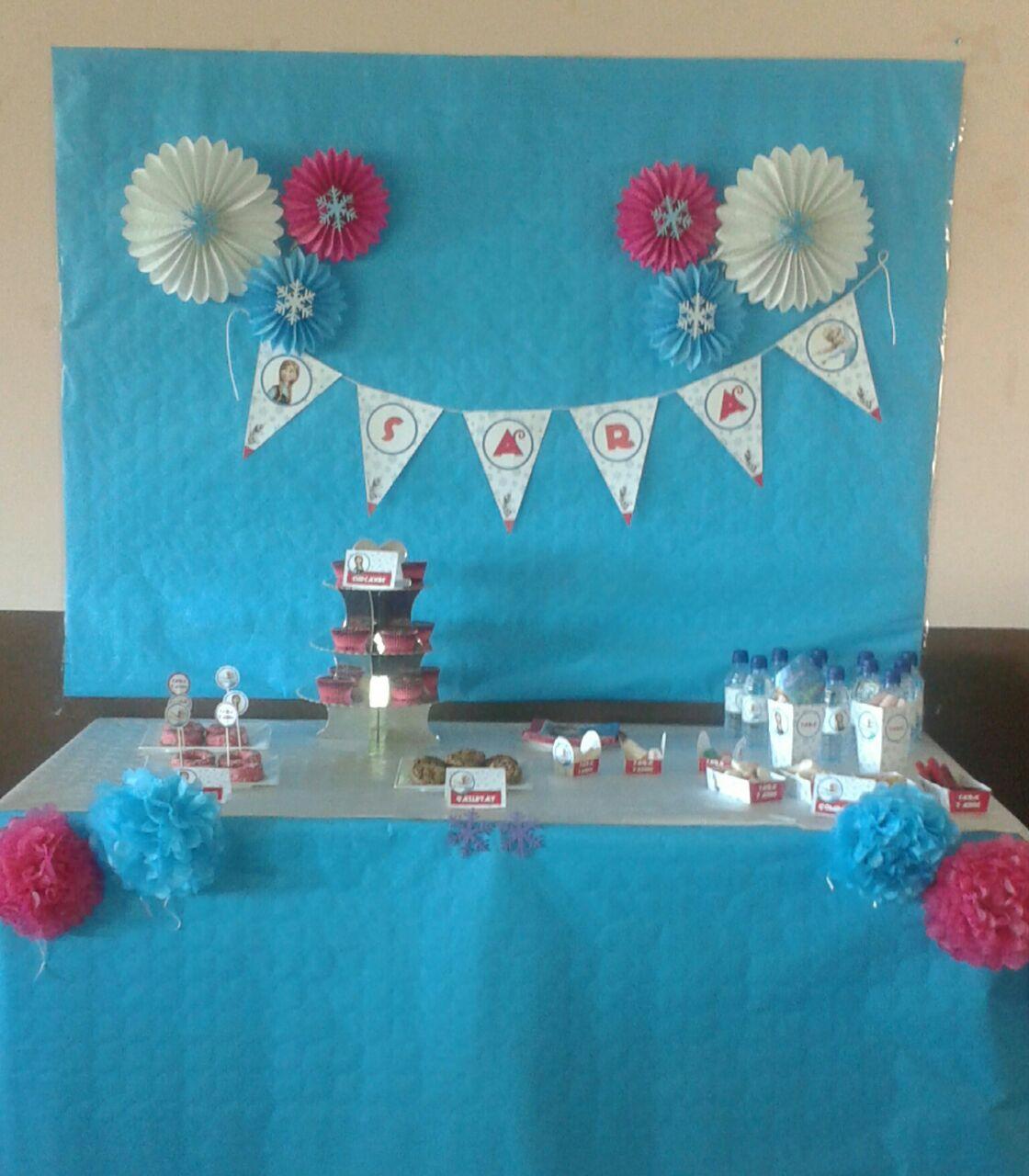 La mesa dulce de frozen - Decoracion mesa cumpleanos ...
