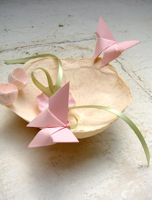 portafedi con farfalle origami in colori pastello