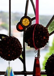 http://conideade.com/blog/esferas-navidenas-hechas-con-una-naranja/2279