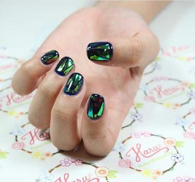 unhas de vidro esverdeada