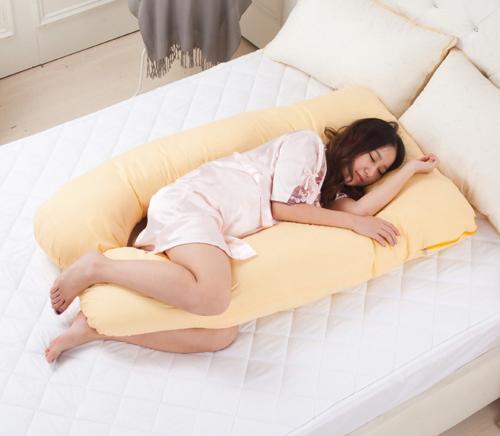 Kết quả hình ảnh cho bà bầu kẹp gối khi đi ngủ