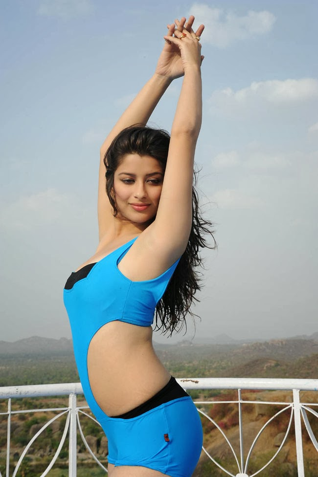 Awesome Madhurima Bikini Photos in Veta Movie ~ Hollywood ...