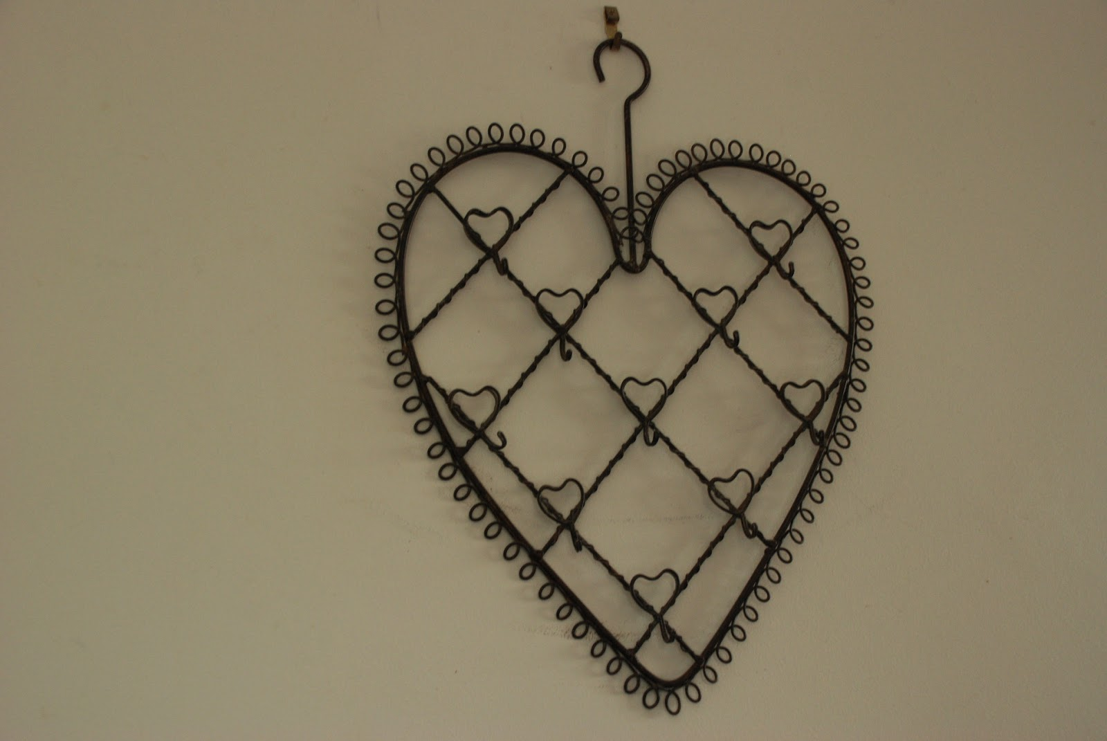 image of metal heart memo holder
