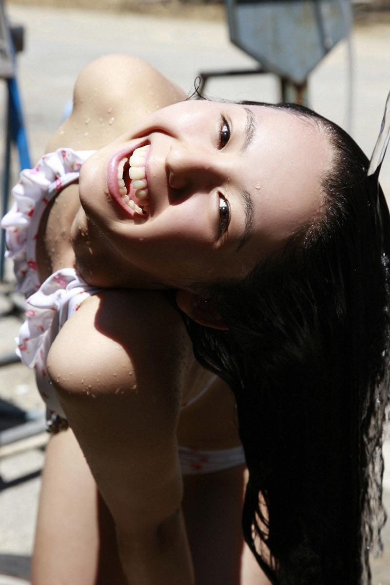 rina koike boob cleavage 01
