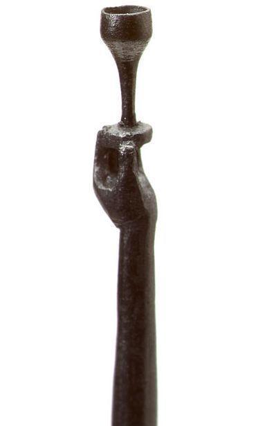 إبداع بطريقة أخرى فنان يقوم بعمل اشكال بقلم رصاص