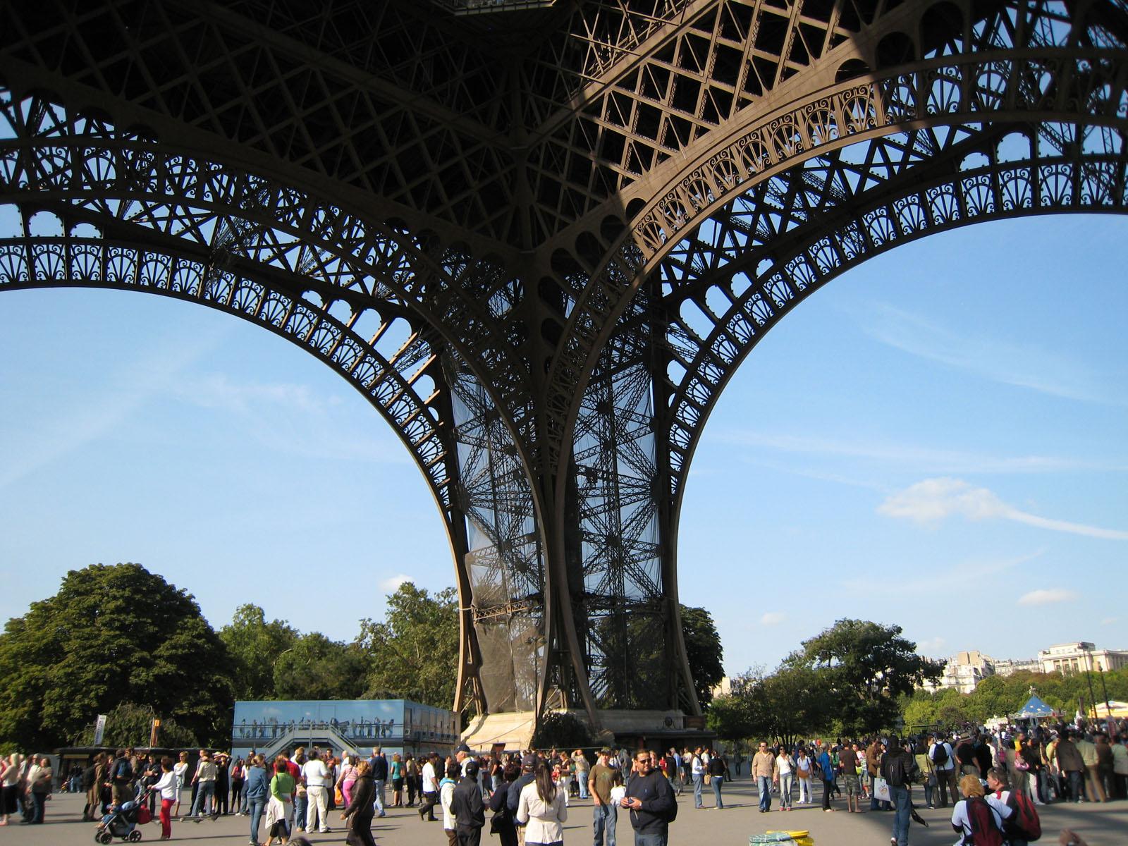 http://1.bp.blogspot.com/-pmZoYbUBwfw/Tr-CNdtP_bI/AAAAAAAAQG4/I5PRJRdDSgY/s1600/098+Paris+-+Tour+Eiffel.jpg