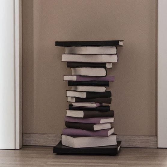 la reines blog selbstgemachter tisch aus b chern. Black Bedroom Furniture Sets. Home Design Ideas