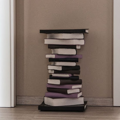 Tisch aus Büchern - selbstgemacht