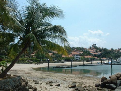 Wisata Alam Pantai Nongsa Batam