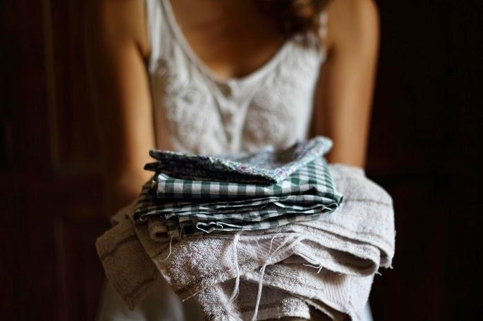 6 Eco Lily serviettes hygi/éniques r/éutilisables Serviettes hygi/éniques lavables Comprend un sac de rangement moyennes et abondantes /étanches et absorbantes pour les r/ègles l/ég/ères