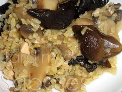 Estufado de Frango e Cogumelos com Algas e Bulgur