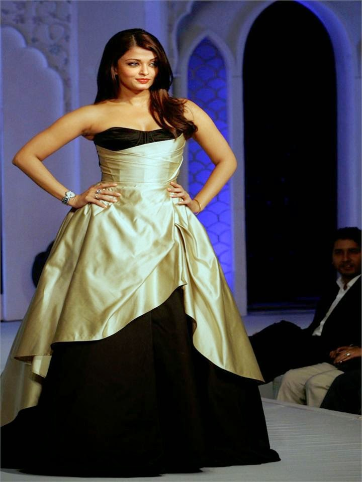 Aishwarya Rai's Hot Body Sexy small 28 inches waist size zero pics looks hot and sexy pics of walking on ramp