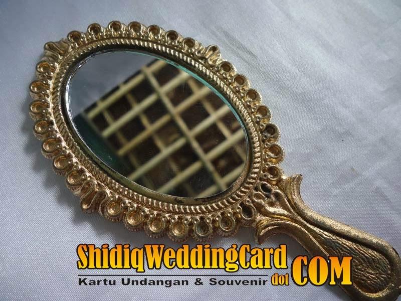 http://www.shidiqweddingcard.com/2014/02/souvenir-cermin-oval.html