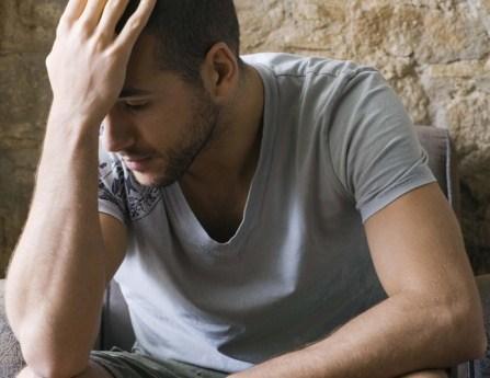 شائعات وأقاوبل ظالمة عن الرجال على مر العصور - رجل حزين مكتئب مكسور جريح - man hurt sad depressed