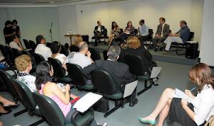Prof. Marcelo falando durante a mesa de debates do Encontro sobre Bullying