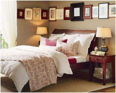 BEDROOM DECORATING WITH FRAMED PICTURES - PHOTOS OF BEDROOMS WITH PICTURES ON THE WALLS