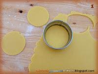Mezzelune di pasta frolla con marmellata di albicocche