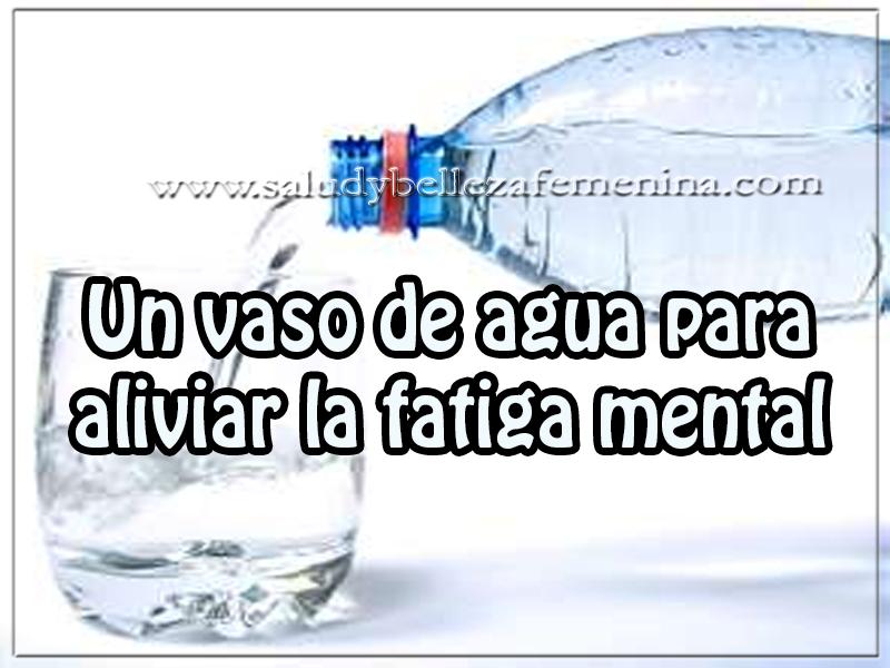 Salud y bienestar , un vaso de agua para  aliviar la fatiga mental