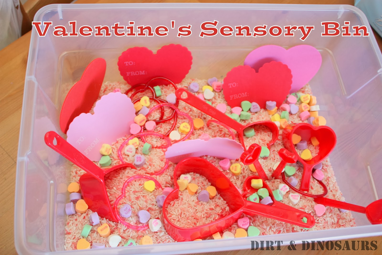 Simple Valentine's Day Sensory Bin. Click for more #sensory bin ideas for #ValentinesDay
