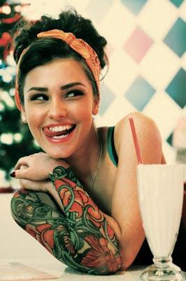 Ideias, sugestões e imagens de Tatuagens no Antebraço