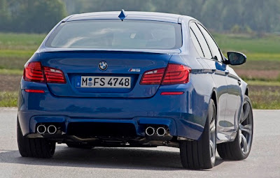 2012-BMW-M5-Series-Rear-View
