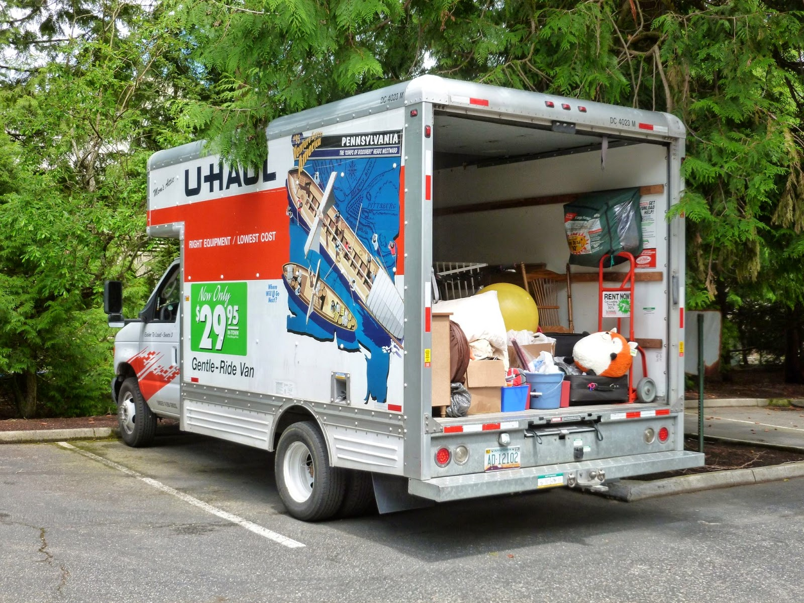 Ready to move into a CubeSmart storage unit, but not sure how you'll get everything there? Take advantage of our Moving Truck Offers, including a Free Local Moving Truck for up to 4 hours, a Free One- or Two-Hour Move at select locations, or even a Free Moving Truck and Driver for customers of select New York City locations!