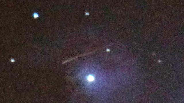 OVNI en forme de cigare géant près de la nébuleuse d'Orion capturée par le télescope 9.25