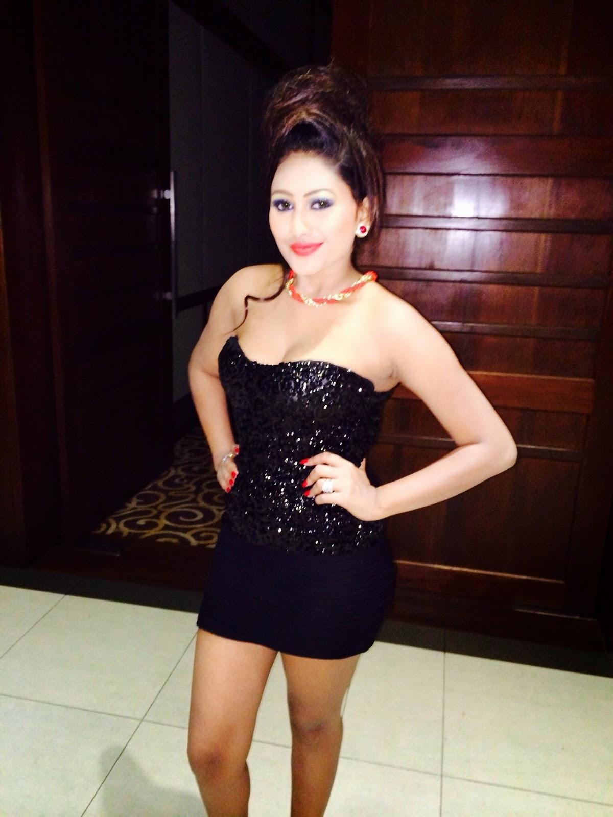 Piumi Hansamali black hot