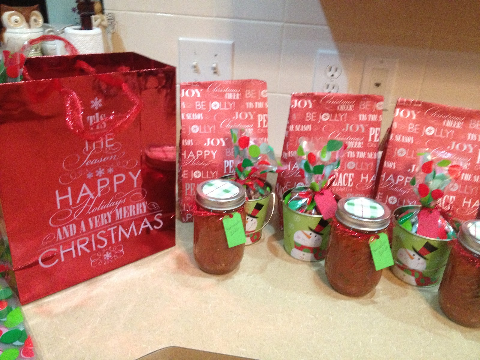 Shelly Bailey: Teacher Christmas Gifts and Sugared Pecan Recipe