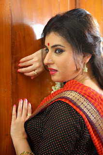 Archana (Veda) Pictures in Red Saree from Kamalatho Na Prayanam Movie ~ Celebs Next