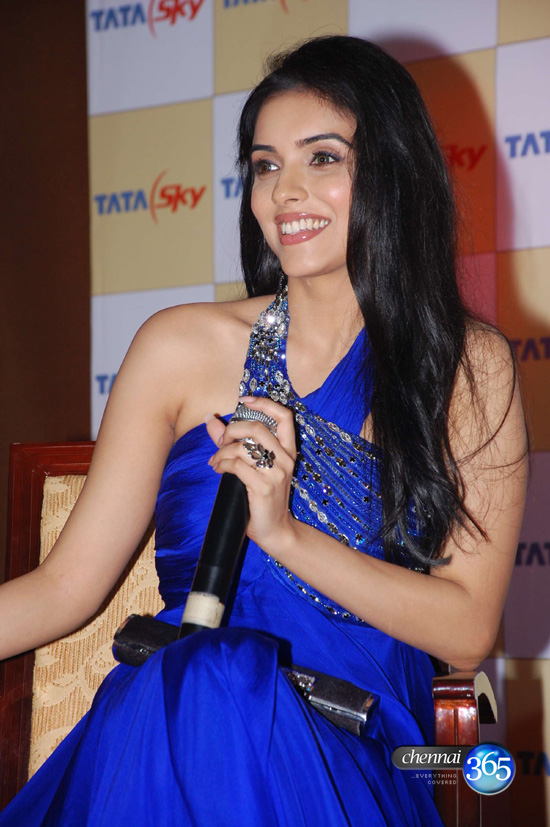Hot Asin In Blue Dress Pictures