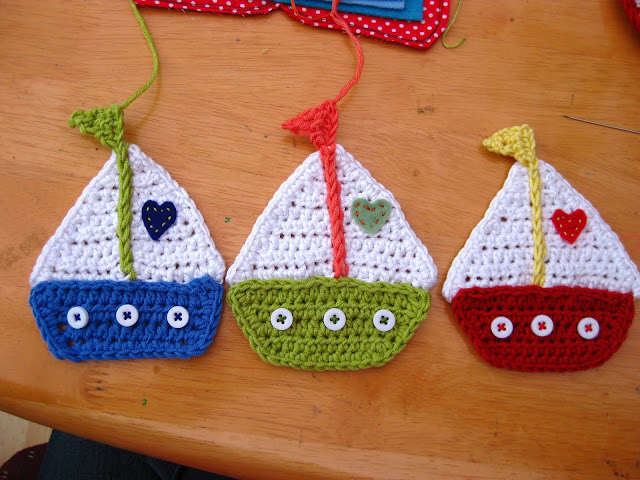 then sew the boats together using the tail you left for this purpose ...